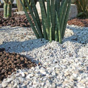 paillage gravier blanc jardin